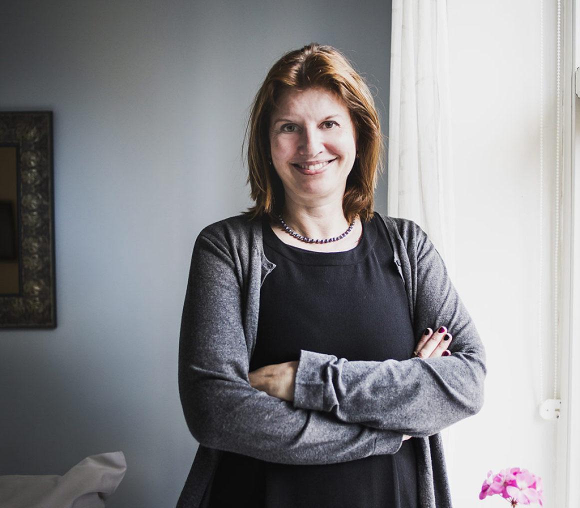Simona Ahrnstedt gör succé världen över från toppen av den svenska romancevågen