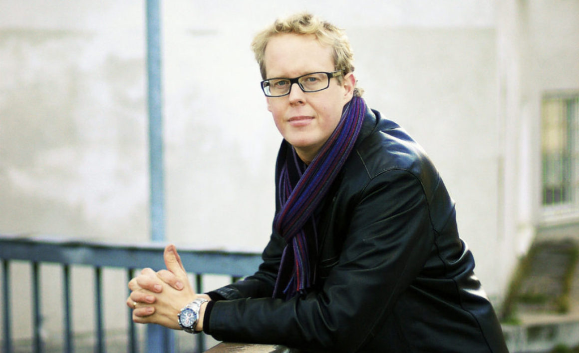 """Jonas Moström, författare och läkare: """"Man blir friskare av att läsa"""""""