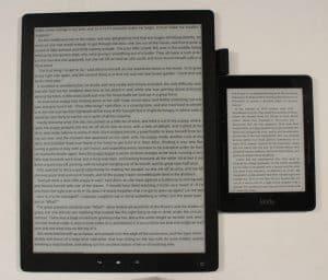 Good E Reader 13,3 tum i jämförelse med en Kindle. För att man ska få en uppfattning om skillnaden i storlek.