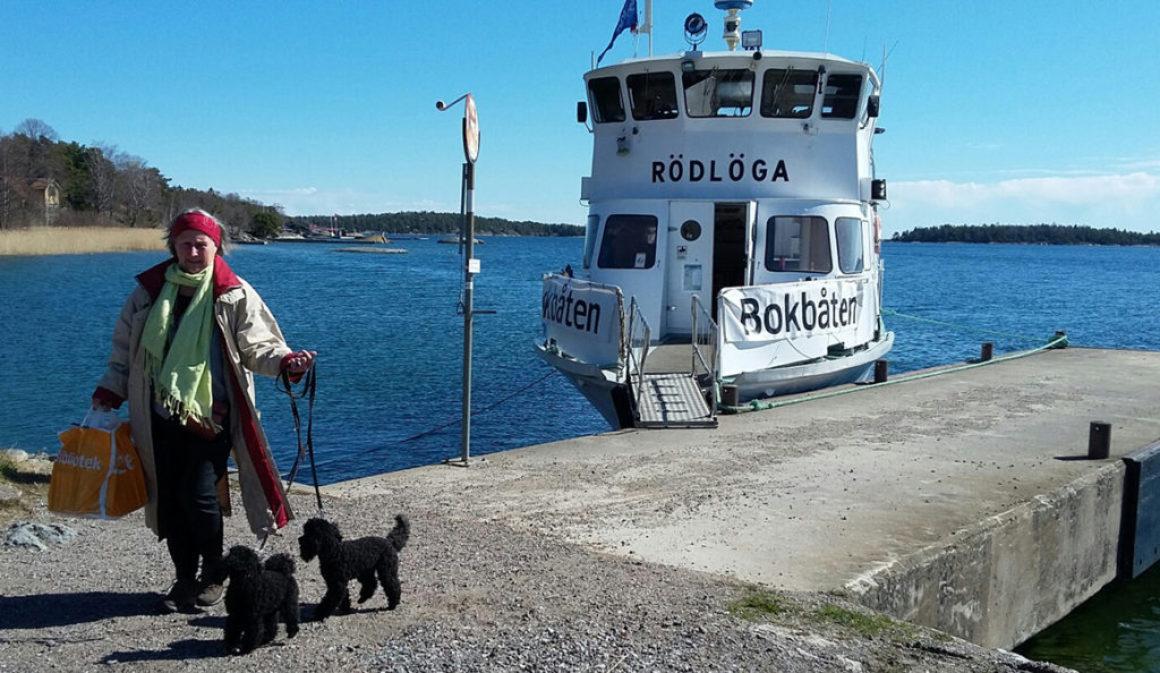 Bokbåten går mellan Stockholms öar