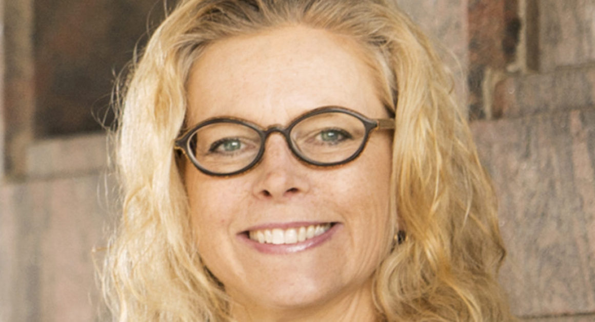 Ulrika Larsson är en eldsjäl för litteraturen även utanför bokhandeln i Halmstad