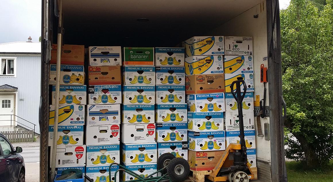 800 bananlådor med böcker på väg från Sigtuna till Småland. Foto: privat