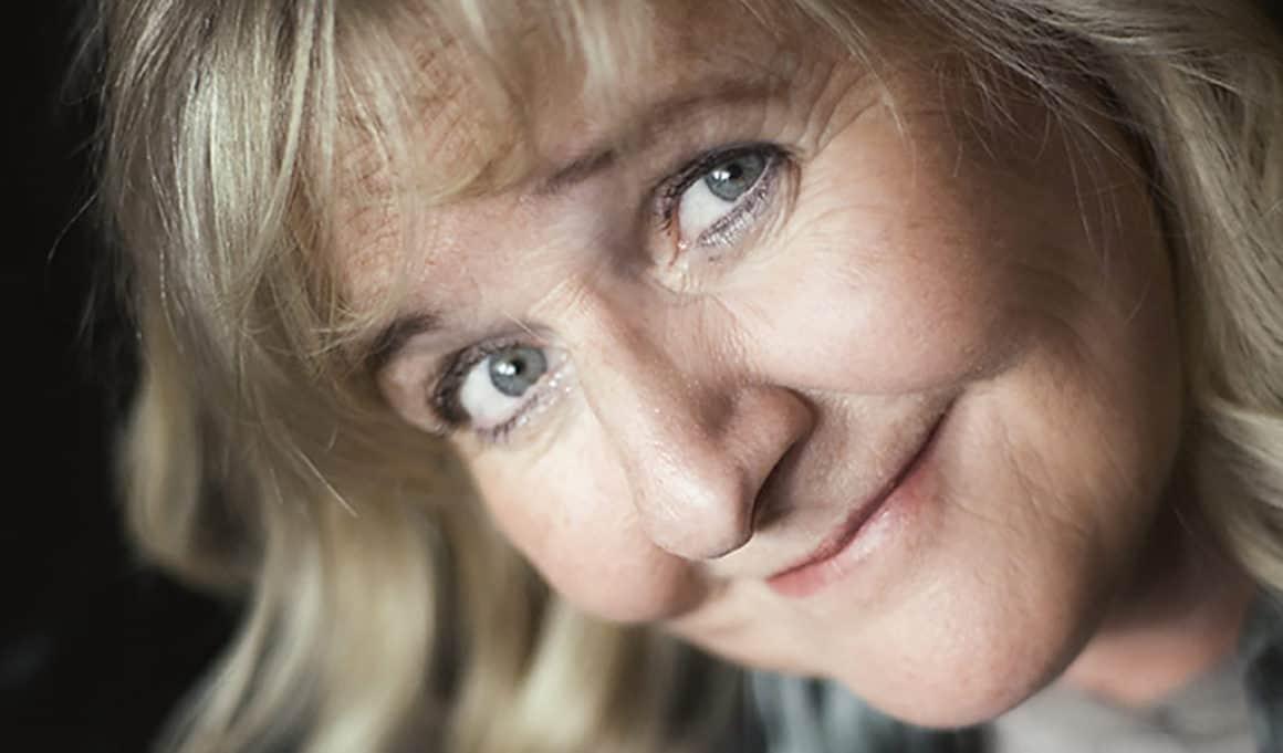 Helena Stjernström romandebuterar med feelgood-thriller