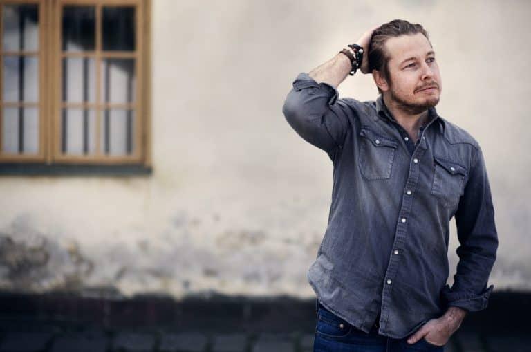 Fredrik Backman och Forum skänkte 1 500 ex av En man som heter Ove till personer i hemkarantän