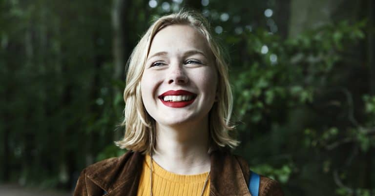 Tidningen Juliautlyser novelltävling för unga på temat miljö och framtidsdrömmar