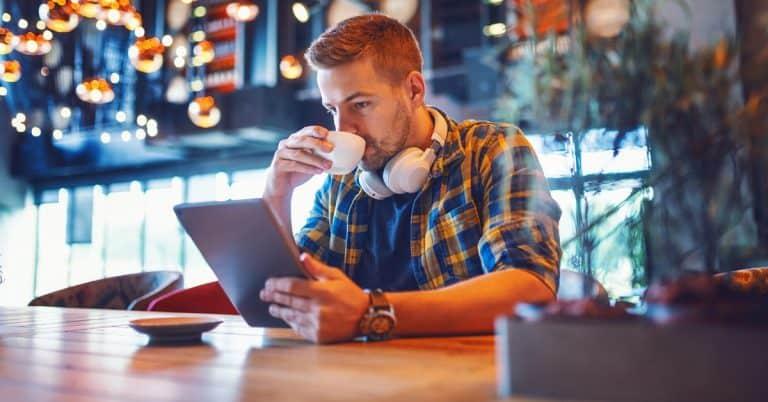 Svenskarna och internet 2019: Dubbelt så många läser eller lyssnar på digitala böcker