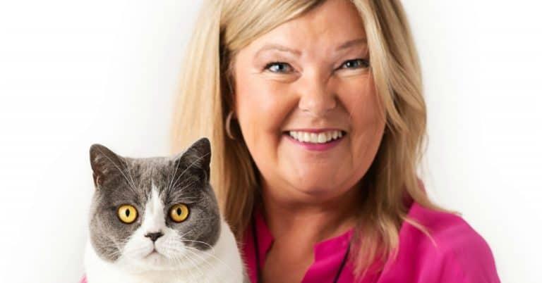 Kattpsykologen Susanne Hellman Holmström tittar på olika personligheter hos katter i ny bok