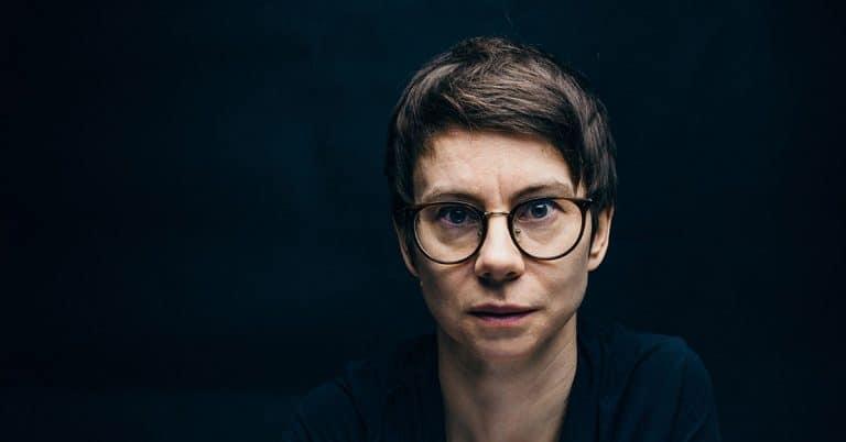 Författaren Mirja Sarkola utforskar det nyttomaximerade livet i sin debutroman