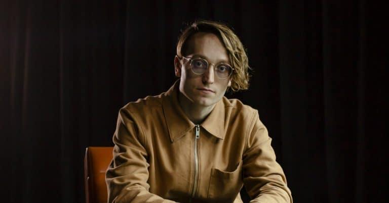 Axel Åhman debuterar med tragikomisk novellsamling