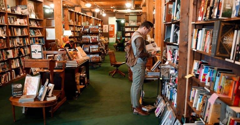 Ökad nätförsäljning för bokhandel i USA ledde till återanställningar av personal