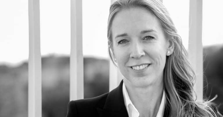 Jenny Runesson debuterar med spänningsroman ur en tolks perspektiv