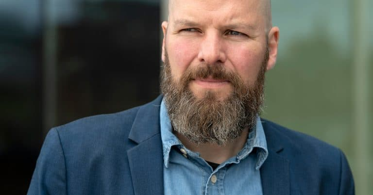 Klimatkollapsen är nära förutspår författaren Jonathan Jeppsson i sin bok