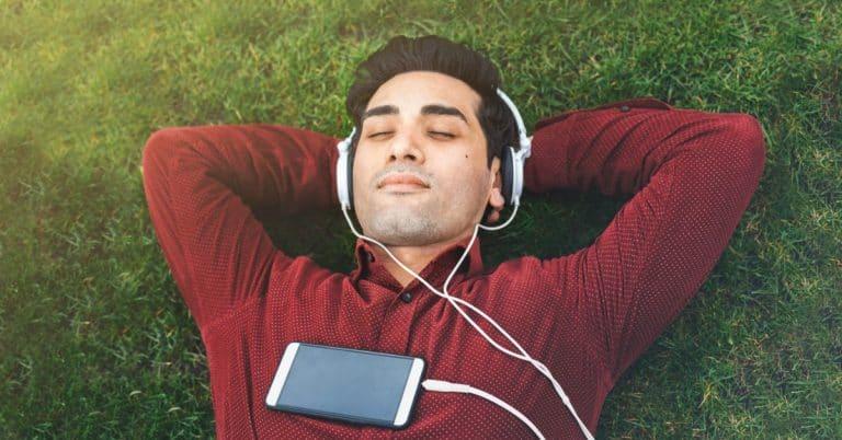 Var tredje svensk vill läsa eller lyssna på deckare under sommaren