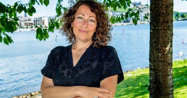 Elisabeth Åsbrink skriver om en familj full av hemligheter