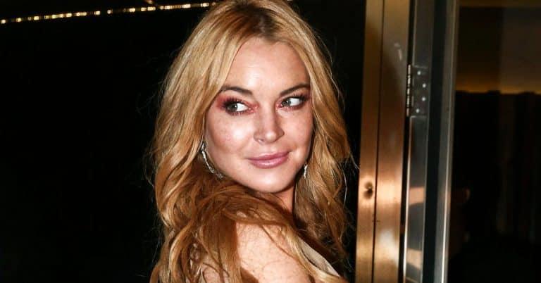Lindsay Lohan stäms av bokförlag.