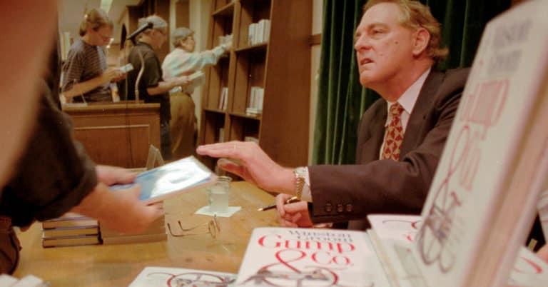 """Författaren bakom boken """"Forrest Gump"""" är död – Winston Groom blev 77 år"""