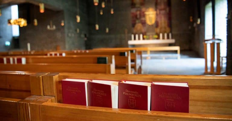 Svenska kyrkan jobbar med ny psalmbok – vissa gamla psalmer stryks