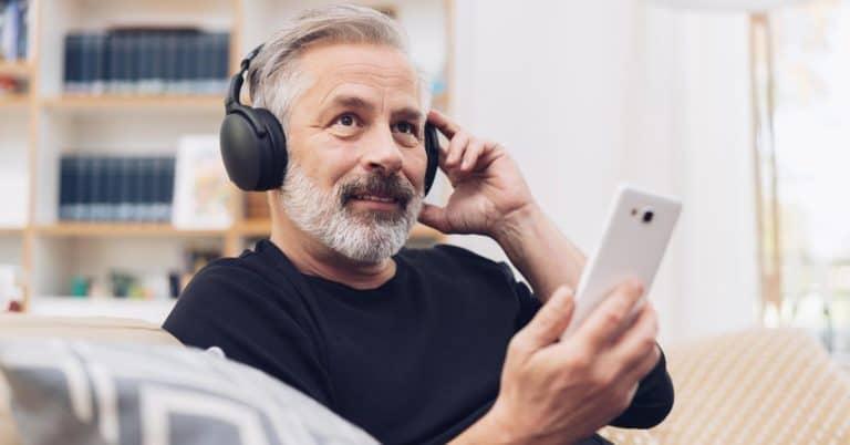 Ljudboksrättigheter en självklarhet – men förlag bör överväga podcasträtten