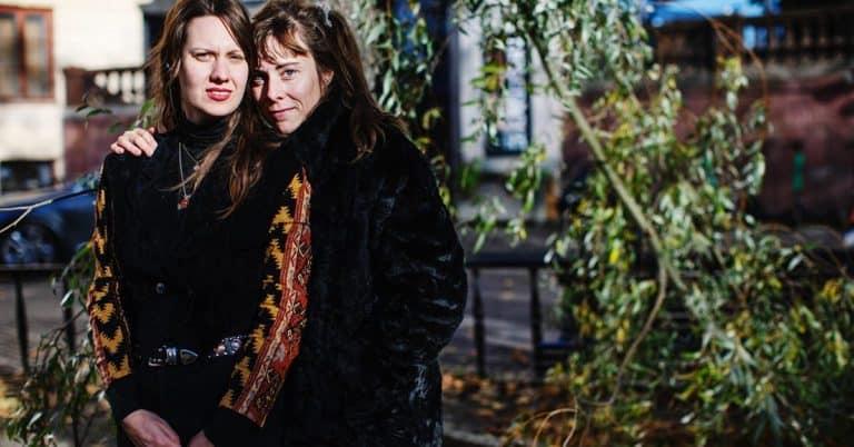 """Kristina Sigunsdotter och Ester Eriksson: """"Nu kanske folk vågar läsa om Humlan"""""""