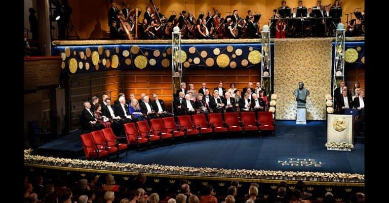 Coronapräglad Nobelfest från Rom och New York – Glück tar emot Nobelpris hemma