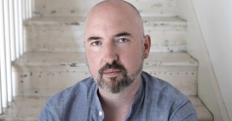 Refuserades 32 gånger: Bookerpris-vinnaren Douglas Stuart nu på svenska