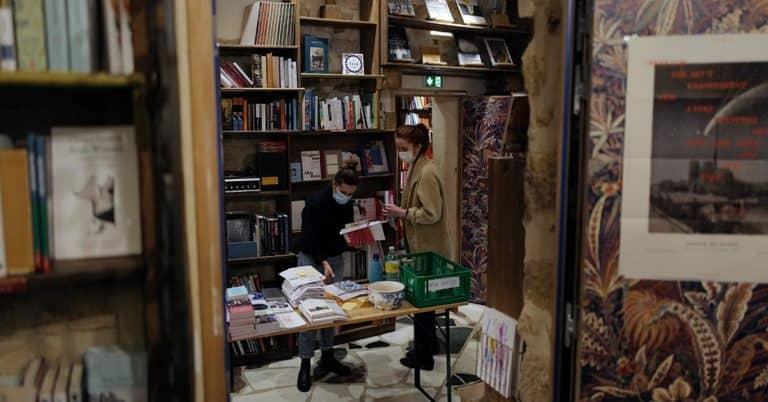 """Bokhandel klassas som """"nödvändig verksamhet"""" i Frankrike"""
