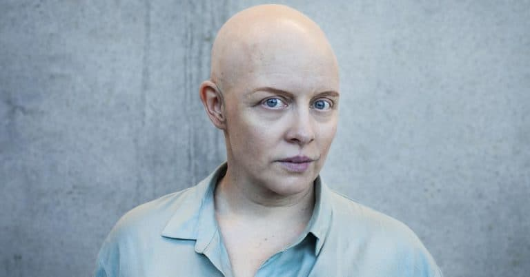 """Anna Hallberg får Gerard Bonniers lyrikpris 2021 för """"Under tiden"""""""