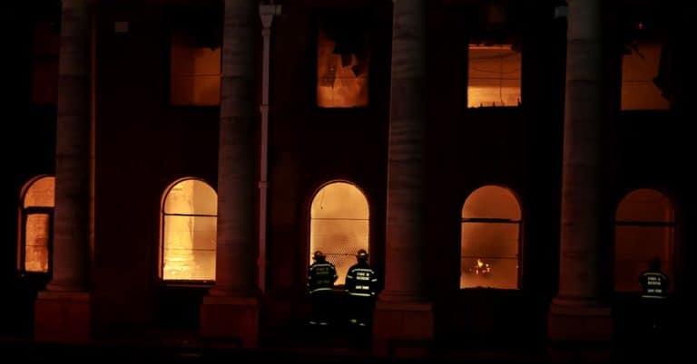 Anrikt bibliotek i Kapstaden svårt skadat i brand