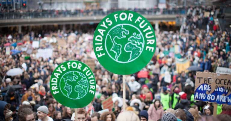 Ny bok ska ge ny(a) bild(er) av Greta Thunbergs klimatstrejk