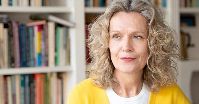Åsa Wikforss tar upp kampen för demokratin