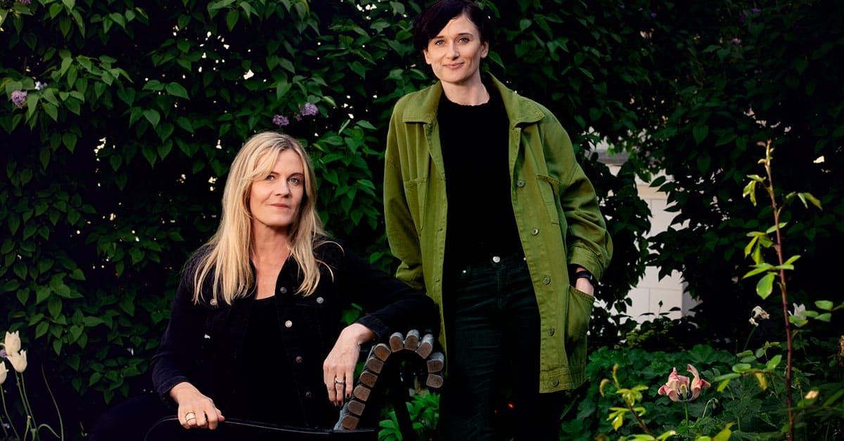 Tina Frennstedt och förläggaren Erika Degard