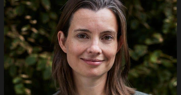 Alexandra Andrews författare till boken Vem är Maud Dixon