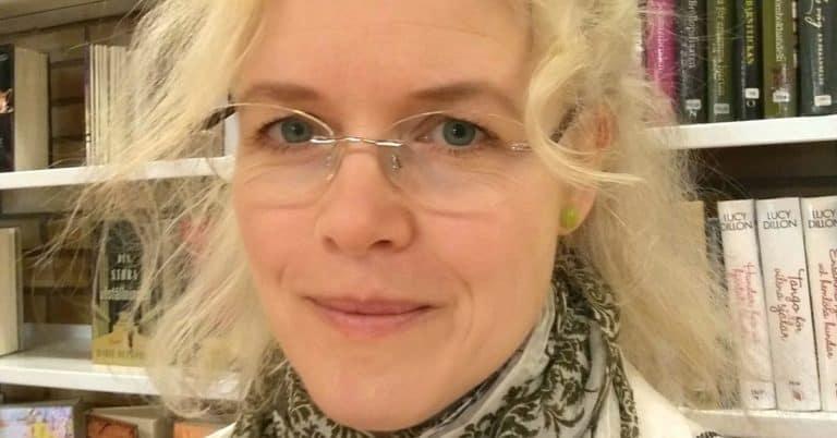 Debutanten Sophie G Hallgren skriver om ett adoptivbarns längtan