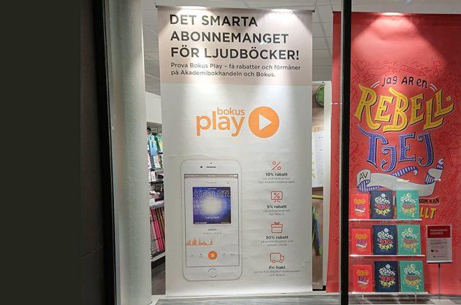Fokus på Bokus Play 2019, nu är det streamingtjänst som slåss med fysiska böcker i Akademibokhandelns skyltfönster. Foto: Sölve Dahlgren.