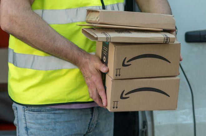 Hur länge dröjer det innan vi ser Amazonpaket i posten som skickats från Amazons svenska lager? Foto: iStock.
