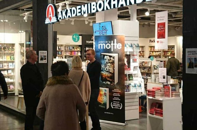 Författaren Anders de la Motte signerade sin nya bok hos Akademibokhandeln på Väla utanför Helsingborg på Fars dag 2017. Foto: Sölve Dahlgren