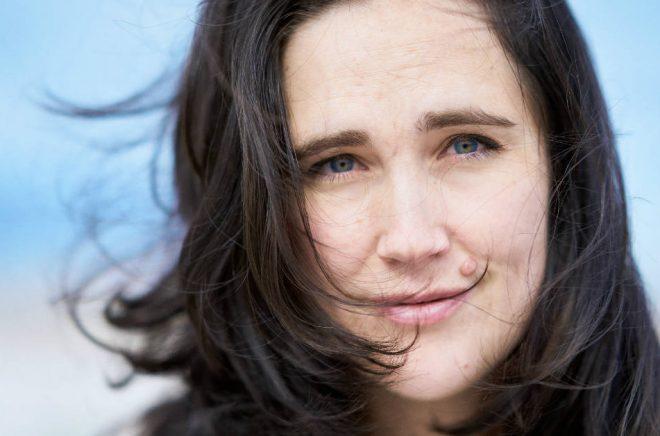 Anja Gatu, journalist och författare. Foto: Sonia Jansson