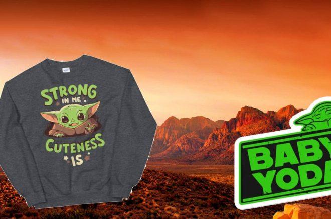 Baby Yoda-febern slog till före jul. Bildekaler och tröjor med inofficiella Baby Yoda är det gott om. Även i bokbranschen i form av anteckningsböcker. Foto: iStock. Montage: bilder från babyyodaworld.com