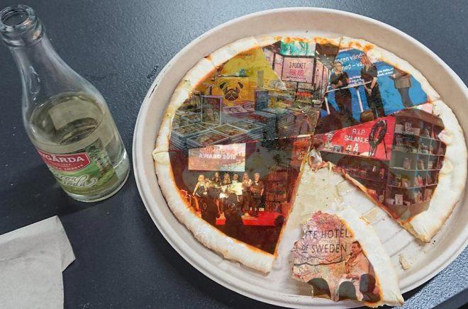 Bokmässan som en pizza med extra allt? Fina middagar, seminarier, signeringar och bokförsäljning men även B2B. Är Bokmässan i Göteborg för stor, för liten eller lagom? Foto & montage: Boktugg.