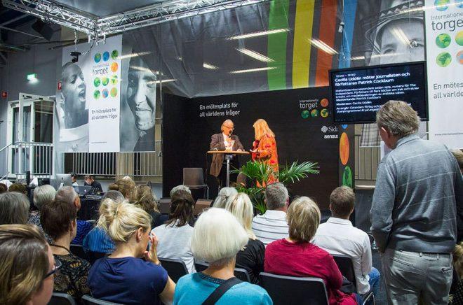 Bokmässan 2016. Patrick Cockburn och Cecilia Uddén. Internationella torget, Stora scenen. Foto: Alexander Lagergren, Bokmässan.