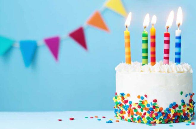 Boktugg fyller fem år och det firar vi med tårta (eller i alla fall en bild på en tårta). Nu siktar vi mot ett fullt decennium och minst lika mycket utveckling som de första fem åren. Foto: iStock.