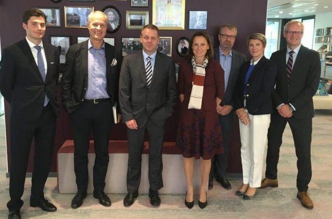 European support for media digitalisation in Sweden. Från vänster Nikolay Dimov, Tomas Franzén (CEO- Bonnier), EIB Vice President Jan Vapaavuori, Liisa Raasakka, Göran Öhr(CFO- Bonnier), Elina Kamenitzer, Tomas Winqwist ( Group treasurer- Bonnier).