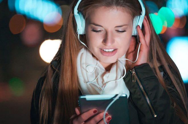 På samma sätt som vi valt mellan inbundet och pocket kommer vi i framtiden kanske att välja mellan att ladda ned EPUB eller MP3 och streaming. Och snart med samma momssats. Foto: Fotolia.