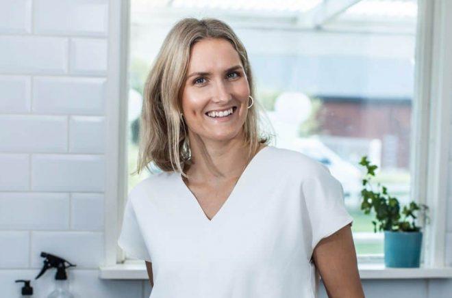 Ellinor Sirén debuterar med boken Städa hållbart med Ekotipset. Foto: Caroline Andersson