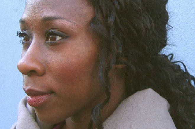 Esi Edugyan är en av sex finalister till årets Man Booker-pris. Foto: Leopard förlag