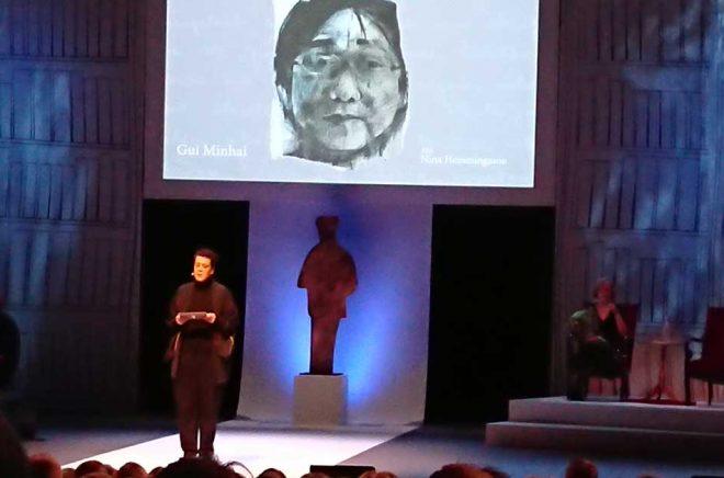 Förläggarföreningens ordförande Eva Gedin passade på att än en gång lyfta fallet Gui Minhai, bokförläggaren som fängslats i Kina, och påminna om hur tacksamma vi ska vara för yttrandefriheten i Sverige och slå vakt om den. Foto: Sölve Dahlgren.