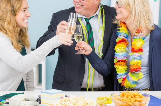 Blir det mindre fest och montermingel på Bokmässan i år? Personerna på bilden har inget med artikeln att göra. Foto: Fotolia.