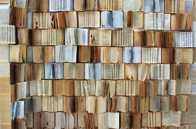 Sugen på att klämma 100 böcker om året? Här är tipsen som tar dig hela vägen.