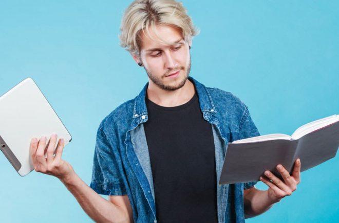 Varför är vi beredda att betala mer för en tryckt bok än en digital, trots att den sistnämnda är mer flexibel? Foto: Fotolia.
