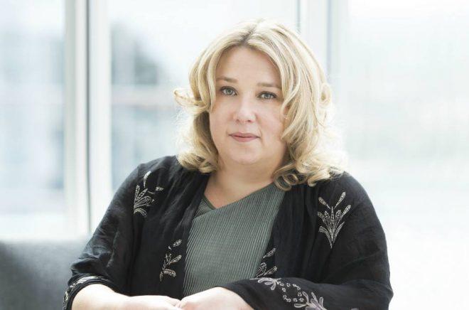 Gail Honeyman, författare till Eleanor Oliphant mår alldeles utmärkt. Foto: Philippa Gedge